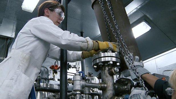 Cool Careers: Chemical Engineer - Teamwork (Behind the Scenes)