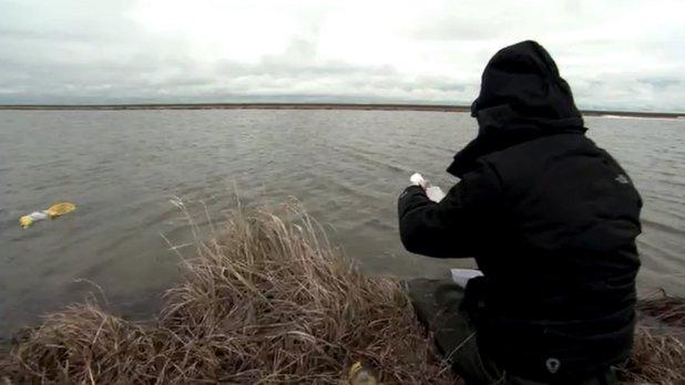 La science au sommet du monde - Travail sur le terrain : échantillonnage de l'eau au Parc National Wapusk
