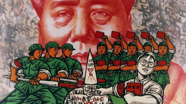 Le jour se lève sur la place Tienanmen