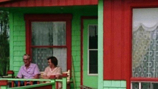 Bateau bleu, maison verte