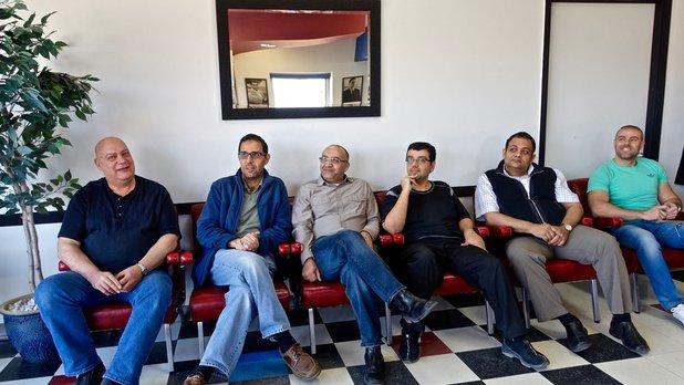 Chez le barbier, réflexions d'hommes arabes